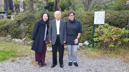 Chimo san la presidenta de Gendai Reiki Network, Irene san y Doi Sensei, en Taniai, el pueblo de Usui Mikao Sensei